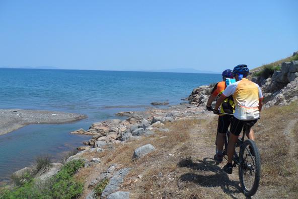 אוויה, יוון: טיול אופניים לא שגרתי