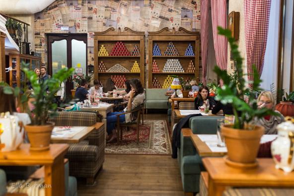 בכל פינה במרכז מוסקבה תמצאו מסעדות ובתי קפה