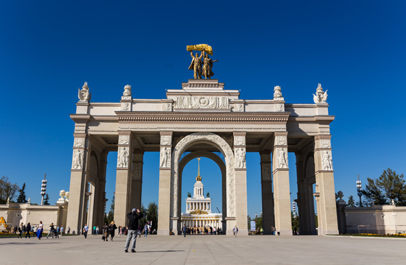 מרכז הירידים VDNKH, הגדול מסוגו בעולם, שבו הוצגו הישגי ברית המועצות בתעשייה ובחקלאות
