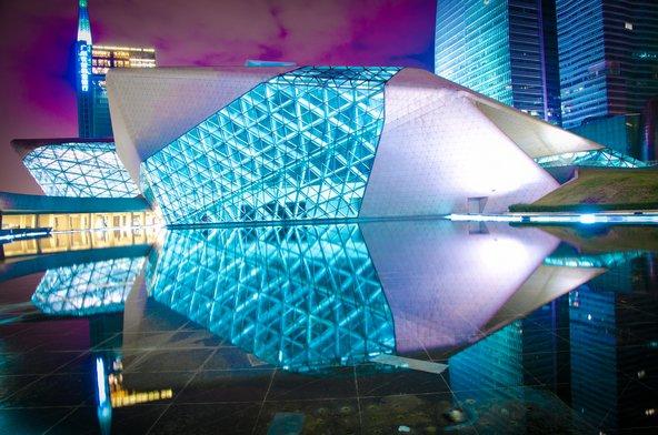 בית האופרה של גואנגג'ואו בעיצובה של זאהה חדיד