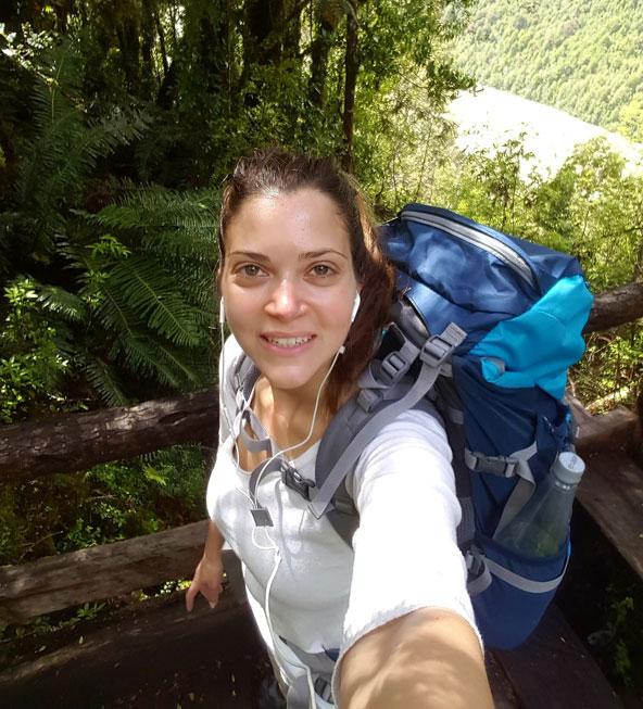 סלפי בדרכים: הכותבת בטיול לאורך הקרטרה אוסטרל