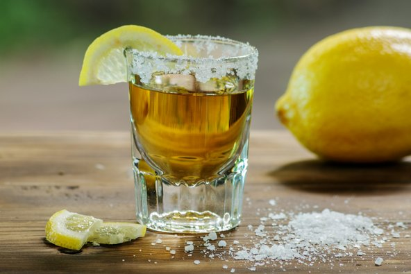 טקילה מיוצרת רק במקסיקו וכדי להיקרא כך המשקה חייב להכיל כמות ספציפית של צמח האגבה