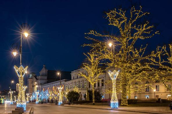 תאורת חג המולד ברחובות ורשה | הצילום באדיבות לשכת התיירות של ורשה Warszawska Organizacja Turystyczna