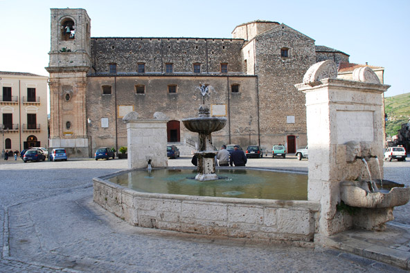 הכיכר הראשית בפלאזו אדריאנו, הכפר שבו צולם הסרט סינמה פרדיסו