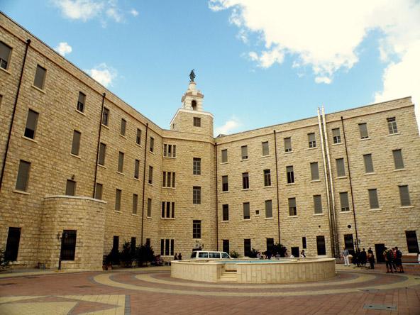 בניין טרה סנטה. לאחר מלחמת העצמאות האוניברסיטה העברית עברה לכאן | צילום: רון אלמוג, פליקר cc-by 2.0
