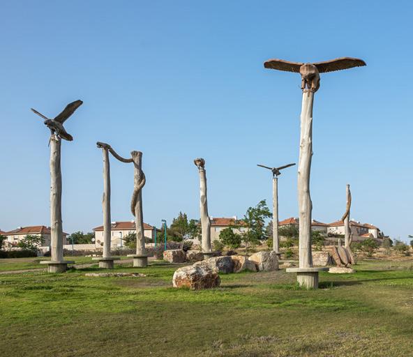 פסל סביבתי בכניסה לערד