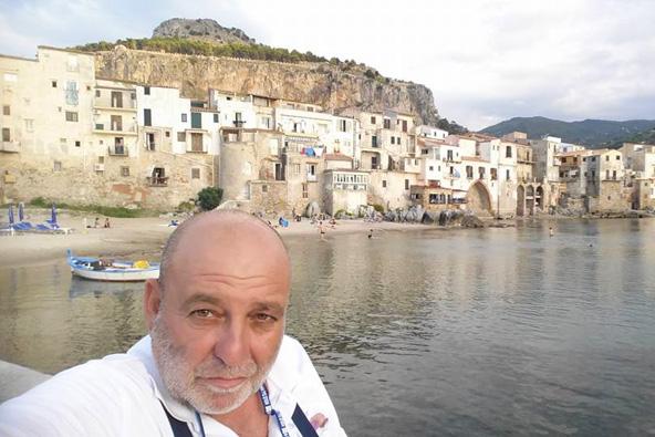 בוקי נאה בעיירה צ'פלו. מה מושך את התיירים לסיציליה - הנופים, החופים והתרבות או אולי סיפורי המאפיה?