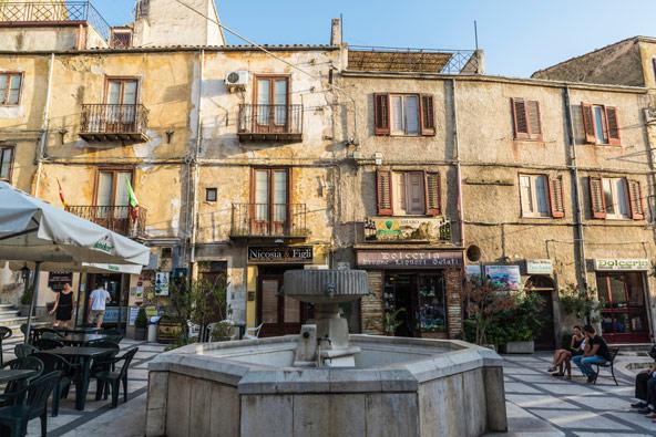 קורליאונה, העיירה שבה צמחה המאפיה הסיציליאנית ואשר על שמה קרא מריו פוזו לגיבור ספרו