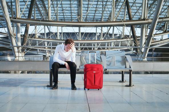 כמה מייאש לחכות שעות בשדה התעופה לטיסה שהתבטלה או נדחתה!