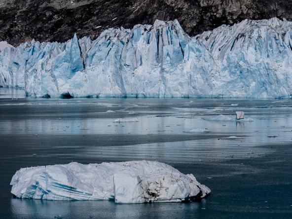 רוב שטחה של גרינלנד הוא קרח, וזה חלק משמעותי מהנוף הייחודי של האי
