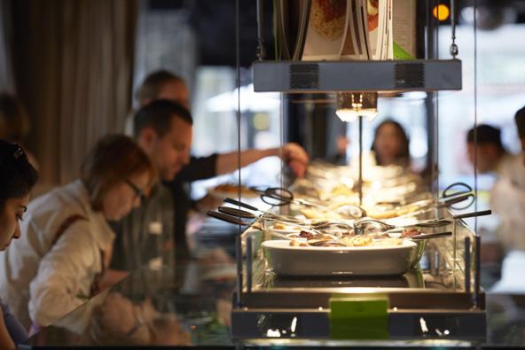 אחד המזנונים במסעדת הילטל בציריך | באדיבות Zurich Tourism