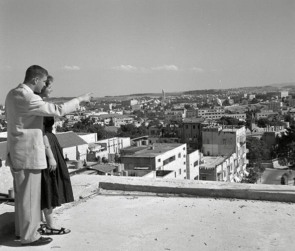 מראה כללי של ירושלים מגג בניין במערב העיר, 1945. מימין רואים את בניין טרה סנטה