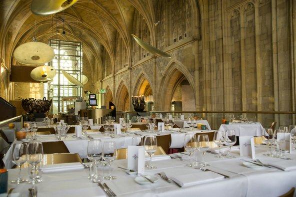המסעדה של מלון Kruisheren ממוקמת בחלל המרכזי של הכנסייה צילום: באדיבות מלון Kruisheren