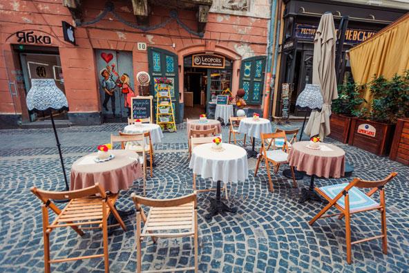 בלבוב לא תתקשו למצוא בתי קפה רומנטיים, כמו זה