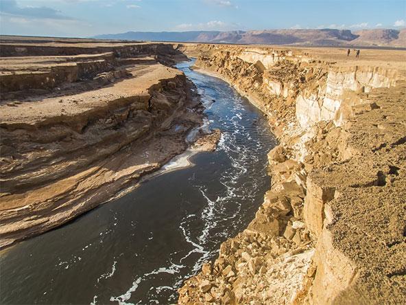 המים שזורמים שם הם לא טבעיים? ברור שטבעיים, H2O