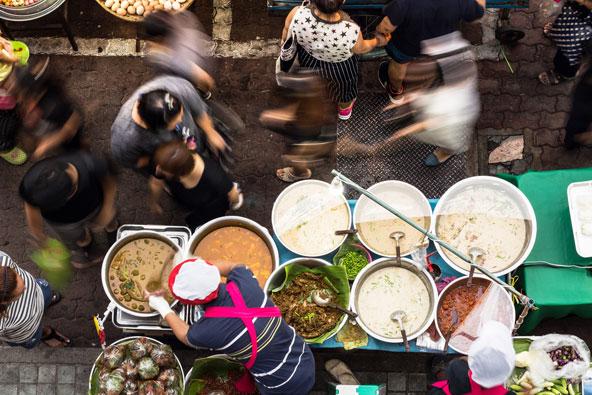 דוכני אוכל רחוב בתאילנד. בין השאר תוכלו למצוא כאן מנות ללא בשר או דגים