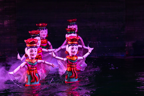 סצנה במופע של תיאטרון בובות המים. מתאים בהחלט גם למבוגרים