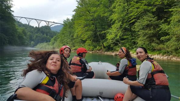 רפטינג בנהר. טיול עם נשים מעניק, לצד החוויות הרבות, גם תובנות חדשות