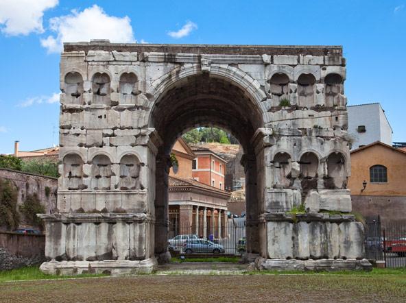 קשת יאנוס, צומת דרכים חשובה בעת העתיקה, כיום סגורה לציבור וסובלת מפגעי זיהום