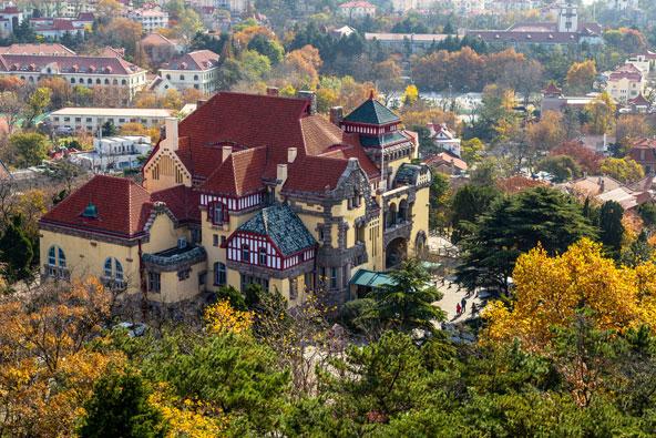 זאת לא בוואריה, זה סין... שרידים של אדריכלות גרמנית בעיר צ'ינגדאו במזרח סין