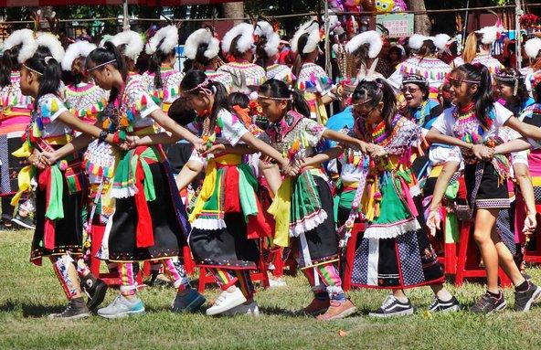 בני שבט האמיס בפסטיבל הקציר השנתי | צילום: Shi Yali / Shutterstock.com