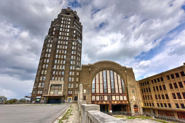 תחנת הרכבת המרכזית של באפלו. ב-1979 יצאה מכאן הרכבת האחרונה ומאז המבנה נותר נטוש