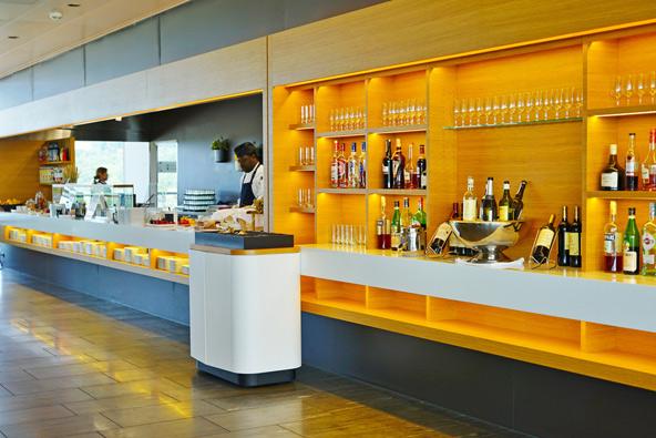 טרקלין עסקים בשדה התעופה של ציריך. לאכול, לשתות, לעבוד או להירגע לפני הטיסה