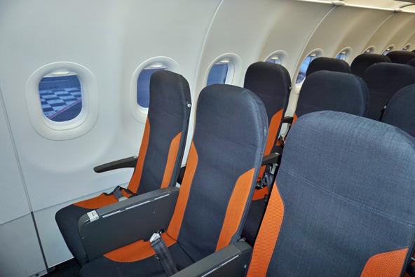 מטוס של איזי ג'ט. בחברות לואו קוסט אפשר להזמין מושב טוב יותר בתוספת תשלום