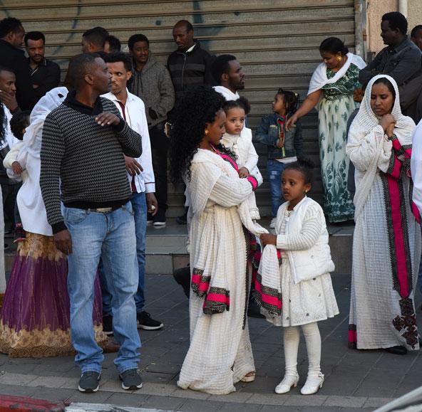 שבת בבוקר, שכונת נווה שאנן. התושבים החדשים (יחסית) בבגדי חג | צילום: חגית גורן