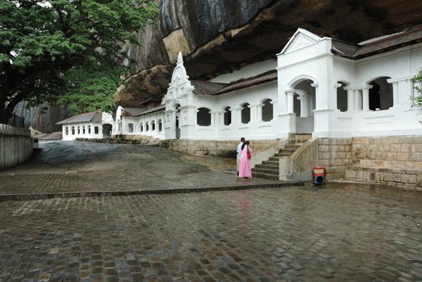 הכניסה למתחם מקדשי דמבולה