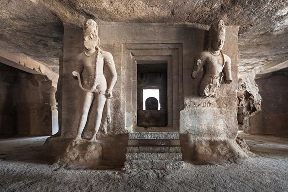 בתוך אחד המקדשים במערות אלפנטה