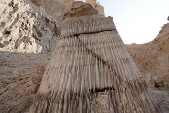 קצב התפתחות המחילות בסלע מלח מהיר ביותר בגלל מסיסות המלח | צילום: רוסלן פאול
