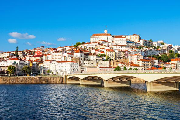 בנסיעה לאורך הכביש N2 שחוצה את פורטוגל, אפשר לעצור בקוימברה, בה נמצאת אוניברסיטה מהעתיקות בעולם