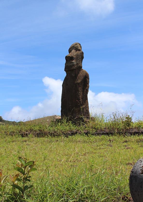 פסל ענק באי הפסחא. רב הנסתר על הגלוי באי המבודד | צילומים בכתבה: דליה בכר