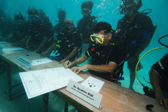 האיים המלדיביים. ישיבת קבינט מתחת למים | הצילום באדיבות Presidency Maldives