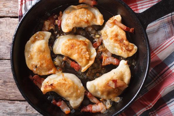 פירוגי. למאכל הפופולרי יש גרסאות רבות ומילויים שונים - מתפוחי אדמה ועד בשר או פטריות בר