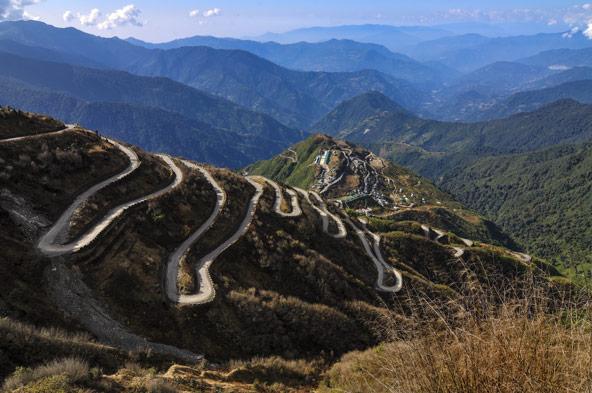 טיול מאורגן לדרך המשי: מקירגיסטן לביג'ין ב- 23 ימים