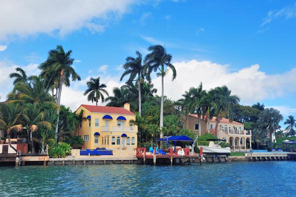 פאלם איילנד (למעלה) והיביסקוס איילנד הסמוכים לחופי מיאמי