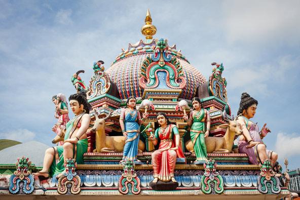 מקדש סרי מריאמן בצ'יינה טאון, מעוטר בדמויות מהמיתולוגיה ההינדית