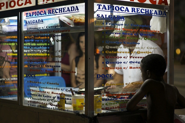 בדוכני Tapioca recheada מכינים מעין קרפים דקים עשויים מקמח קסאווה