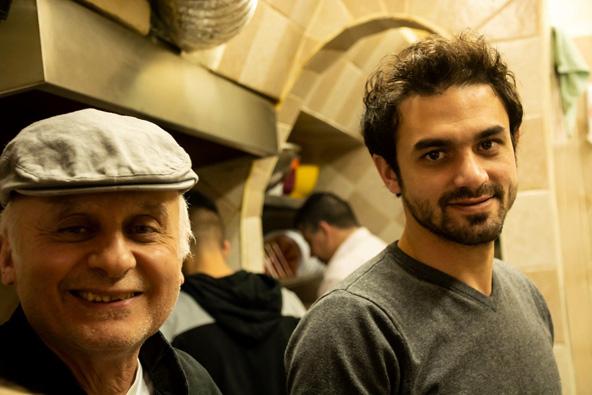 זיאד ובנו. אביו של זיאד, אבו שוקרי, הקים את המסעדה ב-1948