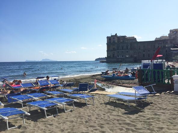 חוף גן הים, ברקע מבצר דונה אנה
