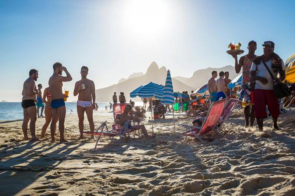 קאיפיריניה בחוף. רמת האלכוהול והשמש הקופחת עלולים להפיל אתכם לחול...