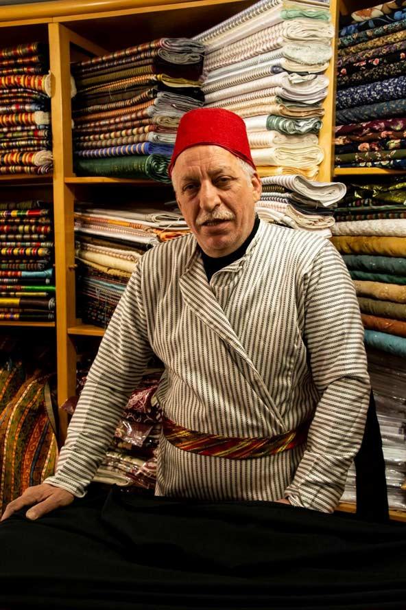 לפני שהצטרף לחנות הבדים המשפחתית בילל למד מדע המדינה באוניברסיטת קהיר