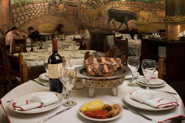 קלסיקה ארגנטינאית: שולחן ערוך במסעדת La Estancia, בואנוס איירס