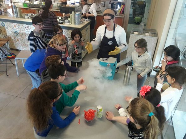 סדנת מדענים צעירים בגלידה בוז'ה