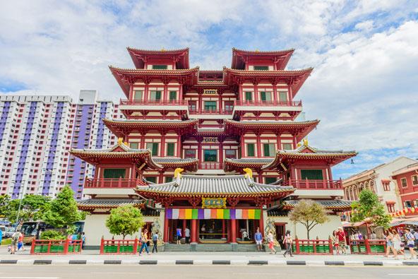 מקדש בצ'ינה טאון. טיול ברובע הסיני של סינגפור מאפשר להתרשם מהתרבות הסינית המסורתית