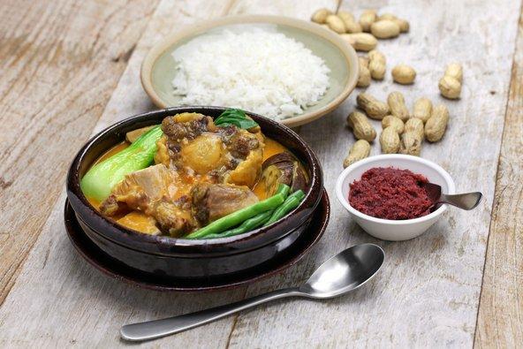 קארה-קארה, נזיד בשר ברוטב בוטנים, מהמאכלים הפופולריים בפיליפינים