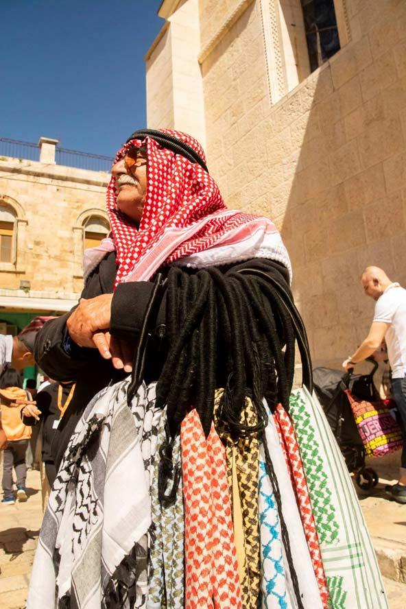 חאג' מוחמד, המוכר כאפיות בסמוך לכנסיית הקבר