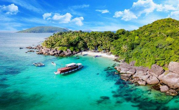 בווייטנאם יש חופים טרופיים קסומים עם צמחיה טרופית ומי טורקיז צלולים
